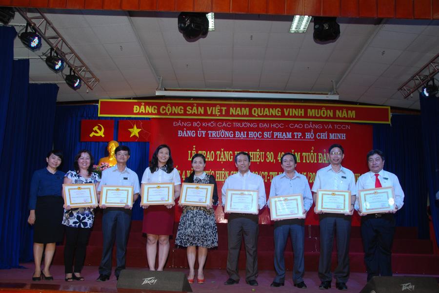 Chi bộ TH Thực hành ĐHSP được tặng 2 giấy khen năm 2014